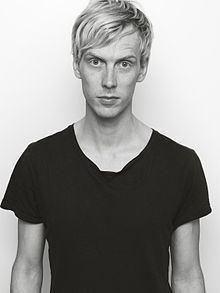 Erik Johansson (artist) httpsuploadwikimediaorgwikipediacommonsthu