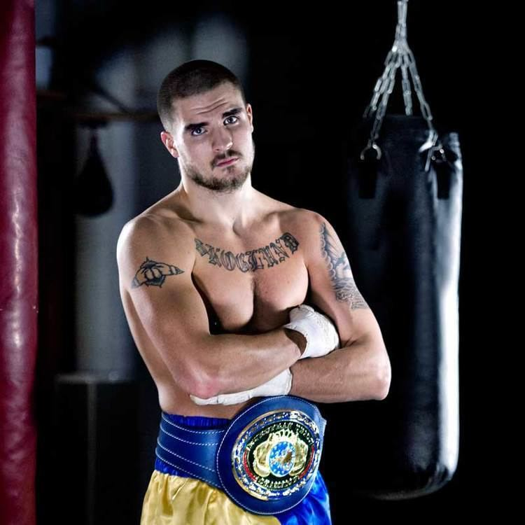 Erik Skoglund (boxer) Tough nut for Ryno to crack Golden Gloves