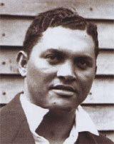 Ernest Rae httpsuploadwikimediaorgwikipediaeneecErn
