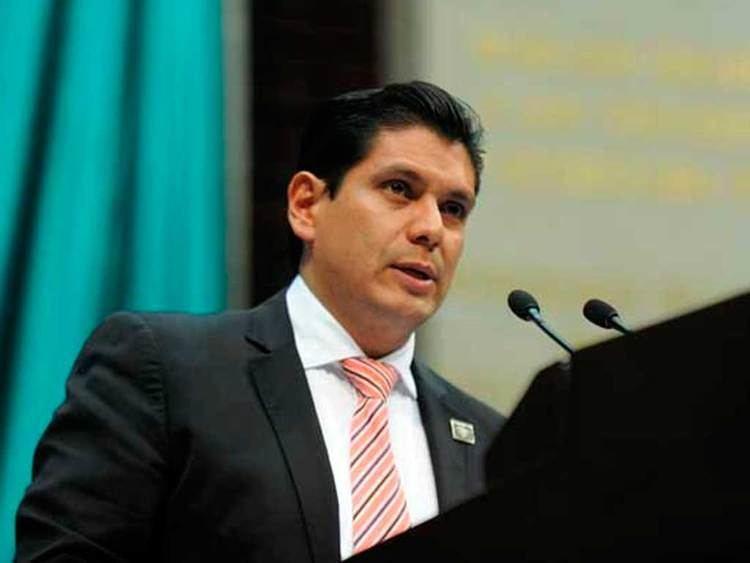Ernesto Núñez Aguilar Diputado denuncia a promotora que lo exhibi por pedir 39moches39