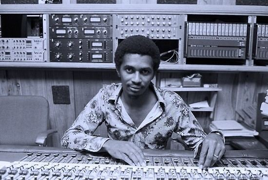 Errol Brown (engineer) Errol Brown Sound Guy for Rebelution Gives a Look at the Making of