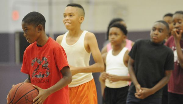 Erwin Dudley Uniontown native Erwin Dudley holding basketball camp The Selma