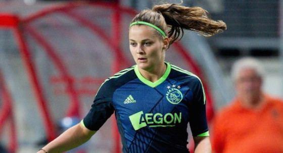 Eshly Bakker Eshly Bakker helpt Ajax vrouwen langs Heerenveen Het Amsterdamsche