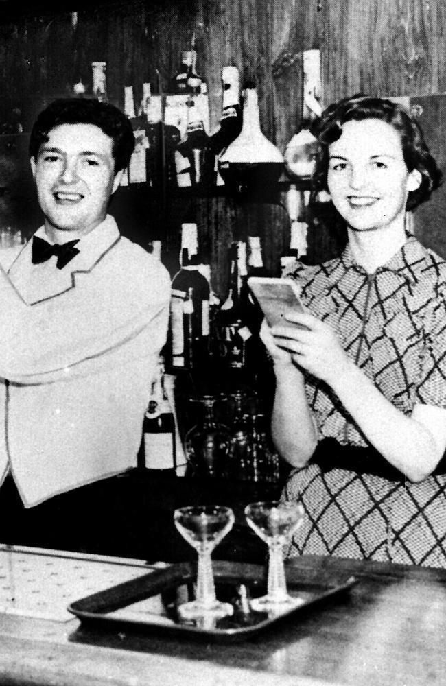 Esmond Romilly Jessica Decca Mitford 19171996 with her husband Esmond Romilly