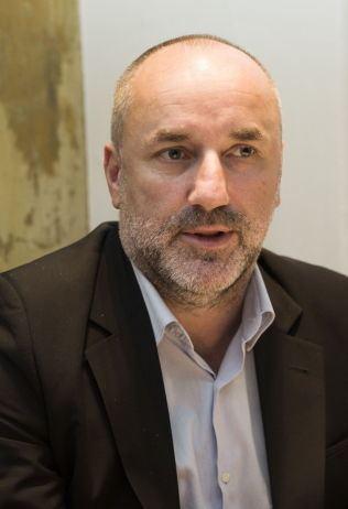 Espen Agdestein Manageren mener utsatt VMfrist er negativt for Carlsen Sjakk VG