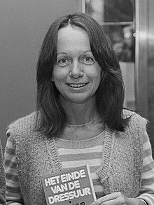 Esther Vilar httpsuploadwikimediaorgwikipediacommonsthu