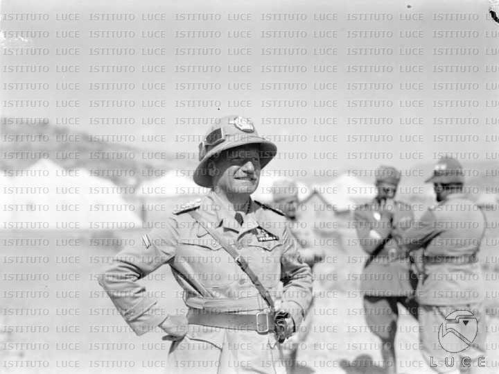Ettore Bastico Il generale Ettore Bastico comandante del III corpo darmata posa