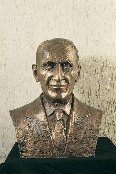 Ettore Pozzoli Busto del Maestro Ettore Pozzoli De Feo Giuseppe Opere