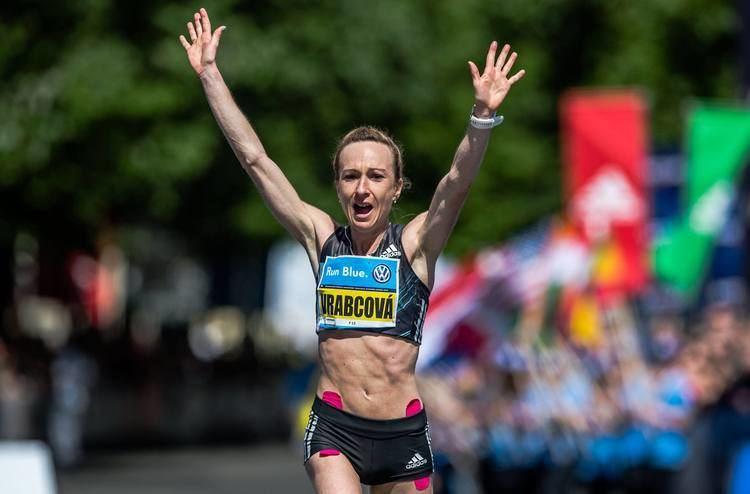 Eva Vrabcová-Nývltová Mme olympioniku Maratonkyn Eva Vrabcov Nvltov pokoila limit