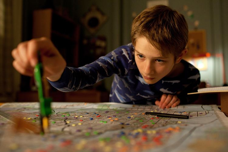 Extremely Loud and Incredibly Close (film) movie scenes Also I enjoy slow films but the two hours and some change that I spent watching this movie felt like they dragged on more slowly than the four hours of