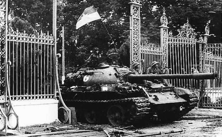 Fall of Saigon The Fall of Saigon marks end of Vietnam War Photos Days the