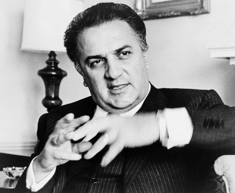 Federico Fellini httpsuploadwikimediaorgwikipediacommons99
