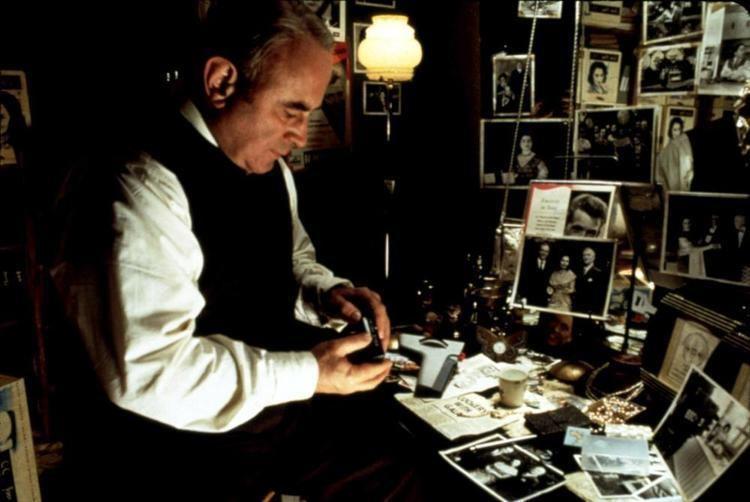 Felicias Journey (film) movie scenes FELICIA S JOURNEY Bob Hoskins 1999