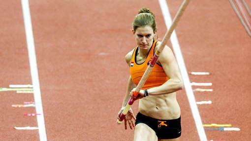 Femke Pluim Pluim scherpt Nederlands record polsstokhoogspringen aan