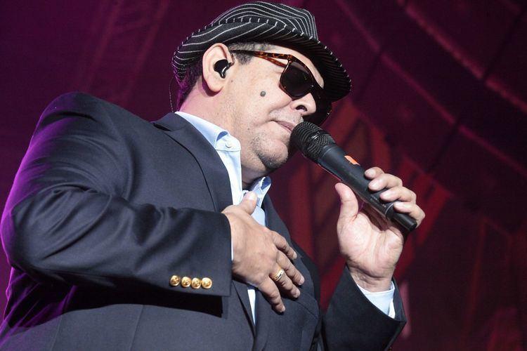 Fernando Villalona Marching to the rhythm of merengue with Latin star Fernando