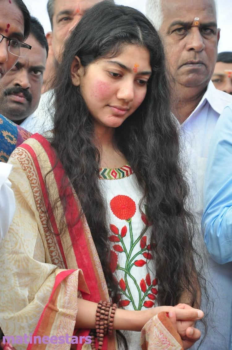 Fidaa Sai Pallavi At Fidaa Telugu Movie Launch Actress Gallery High