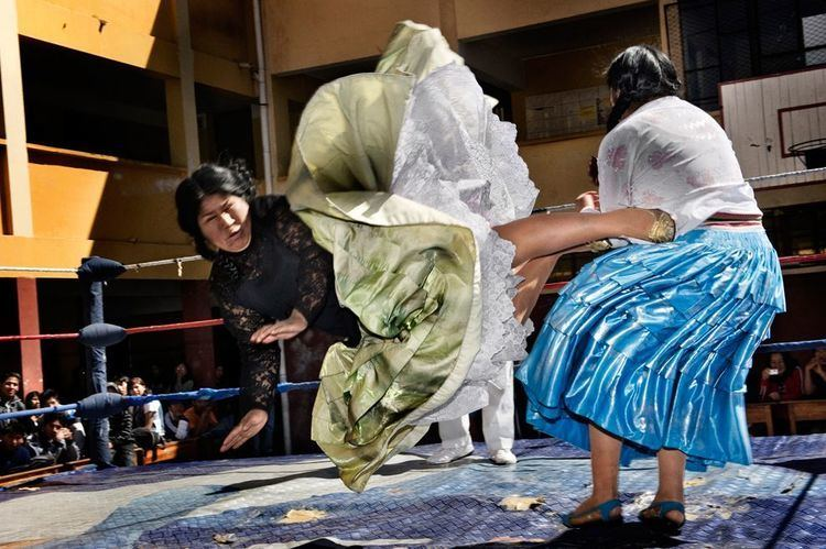 Fighting Cholitas httpssmediacacheak0pinimgcomoriginalsb4