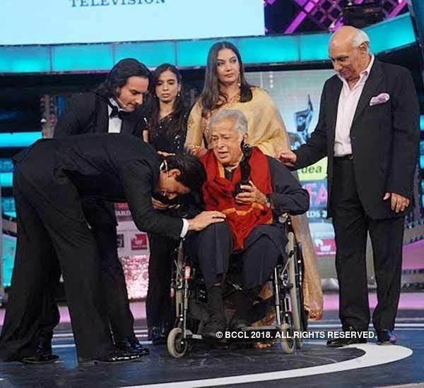 Filmfare Lifetime Achievement Award photogalleryindiatimescomphoto5625840cms