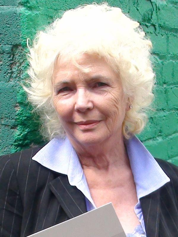 Fionnula Flanagan httpsuploadwikimediaorgwikipediacommonsdd