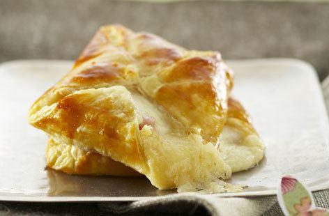 Flaky pastry Ham and mozzarella individual flaky pastry pie Tesco Real Food