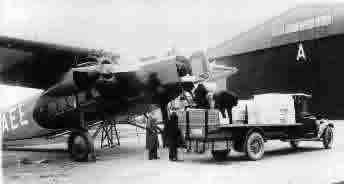 Fokker F.VIII Fokker F8 wordt beladenjpg