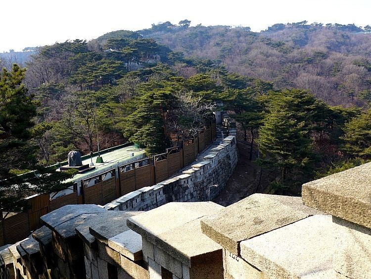 Fortress Wall of Seoul Hiking in Seoul Follow the Fortress Up Baegaksan Mountain