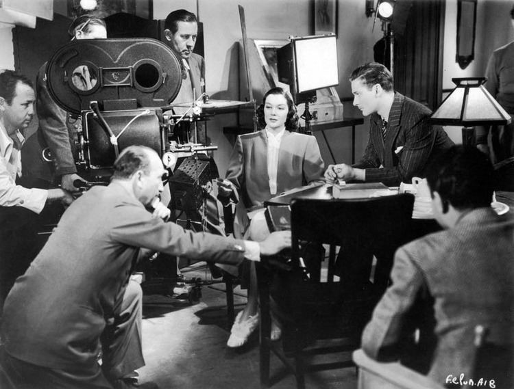 Four's a Crowd Fours a Crowd 1938 Rosalind Russell Dazzling Star