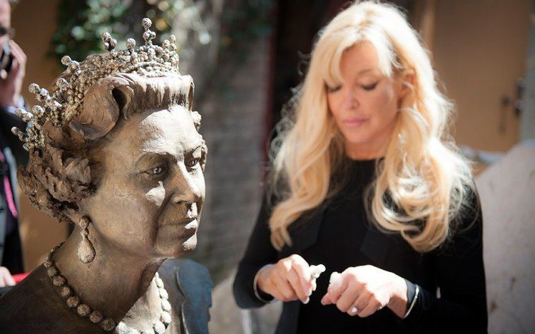 Frances Segelman THE QUEEN Frances Segelman Sculptor