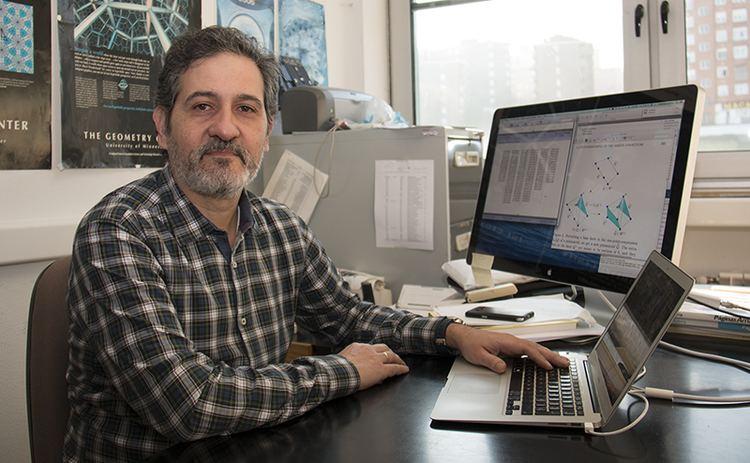Francisco Santos Leal El matemtico Francisco Santos Premio de Investigacin 2016 del