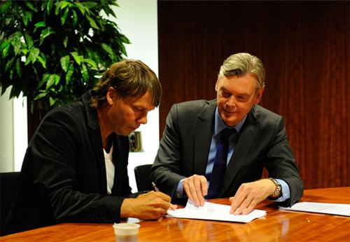 Frank Berghuis Eijkelkamp Pro Soccer Vitesse legt Frank Berghuis 44 vast