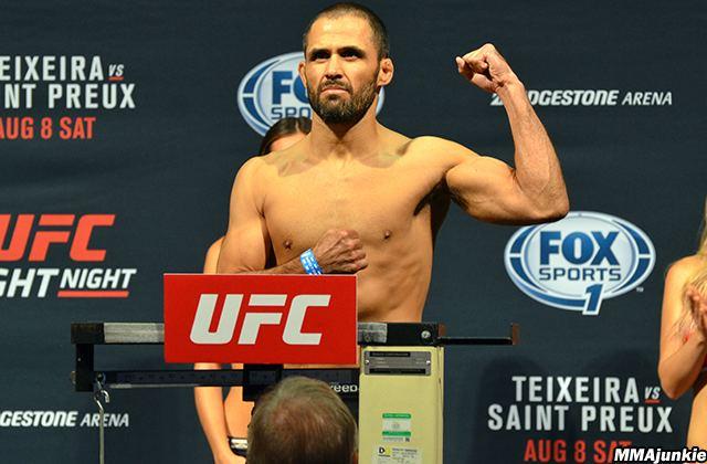 Frankie Saenz UFC Fight Night 73 results Frankie Saenz edges Sirwan
