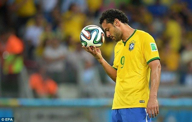 Fred (footballer) Fred retires from international football after Brazil39s