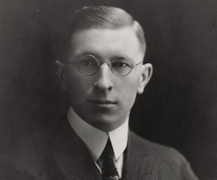 the life of sir frederick banting The school bears the name of sir frederick grant banting, co-discoverer of insulin, nobel laureate, medical scientist and a painter the mother of the principal and owner of the school was a diabetic patient and her life was prolonged because of dr banting's discovery.