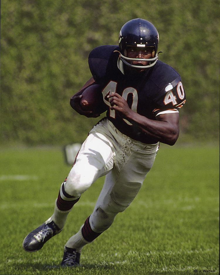 Gale Sayers SportsBlog The AfricanAmerican Athlete The Extraordinary Gale