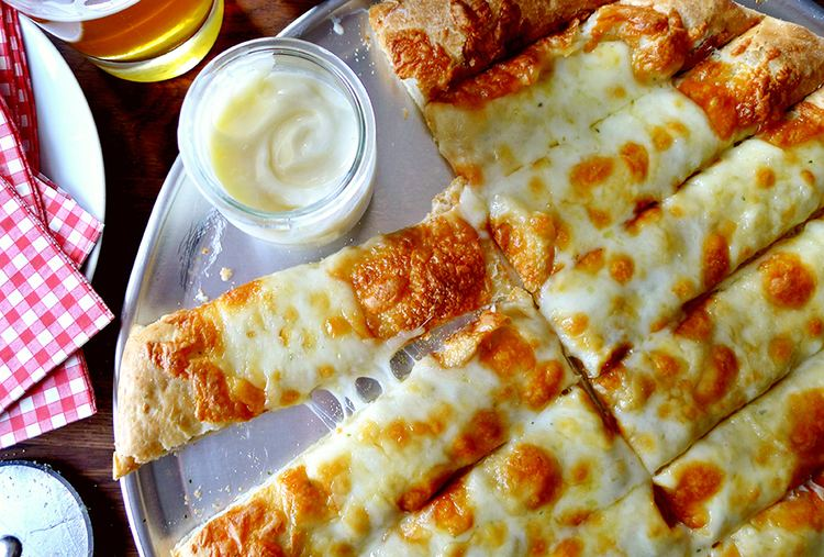 Garlic fingers Fingers with Donair Sauce