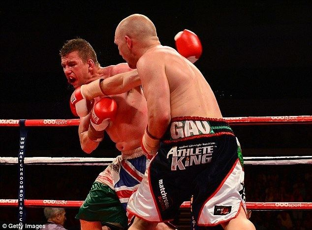 Gary Buckland Gavin Rees hangs up the gloves on a high with split decision win
