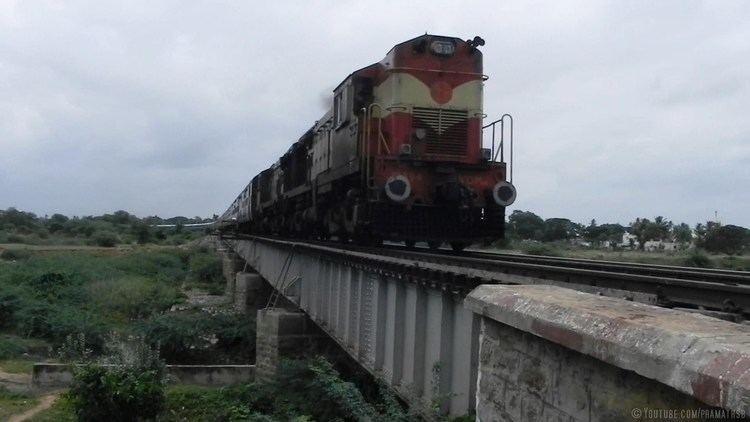 Gauribidanur Karnataka Express over Pinakini River Viaduct Gauribidanur YouTube