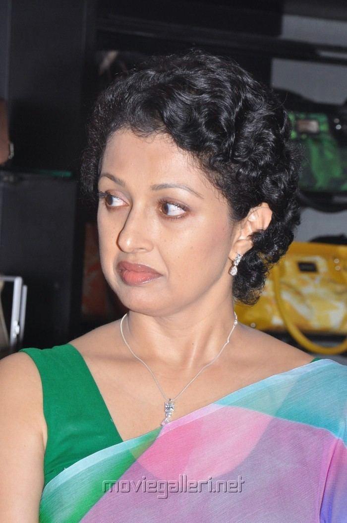 Gautami Picture 212588 Tamil Actress Gautami in Saree Pics New
