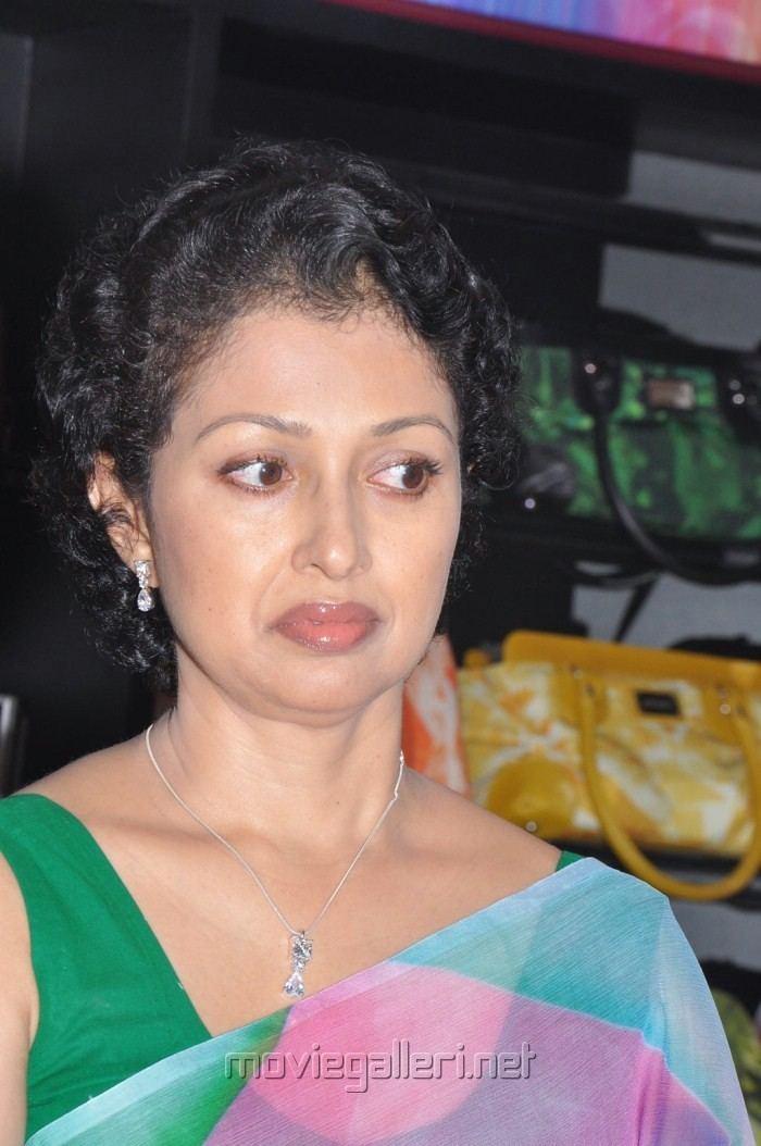Gautami Picture 212583 Tamil Actress Gautami in Saree Pics New