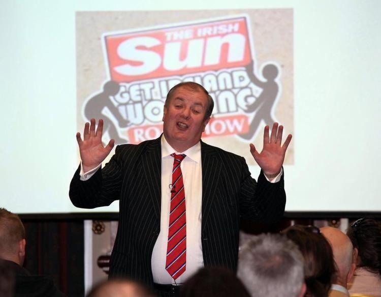 Gavin Duffy (businessman) Who is Gavin Duffy Dragons Den investor businessman and fake tan