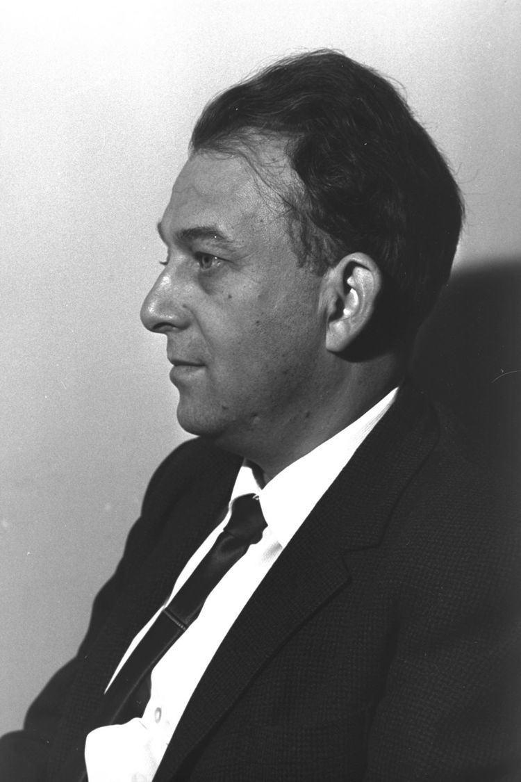Gavriel Cohen httpsuploadwikimediaorgwikipediacommonsthu