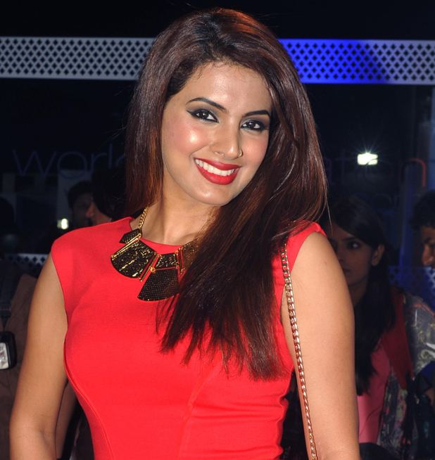 Geeta Basra 8 Avatars Of Geeta Basra Bollywood News Desimartinicom