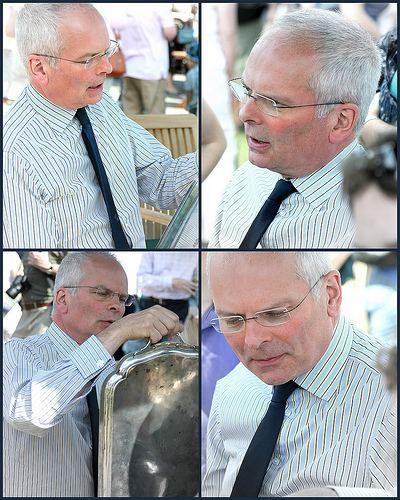 Geoffrey Munn Jewellery expert Geoffrey Munn this time is valuing