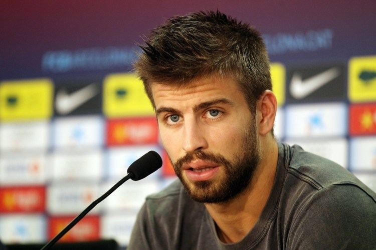 Gerard Piqué Pique family pictures wife Kids Age Height Net Worth