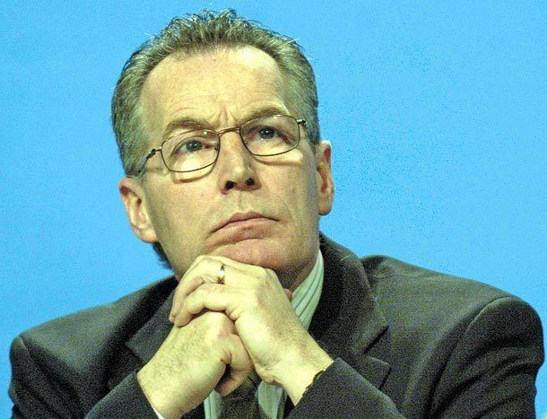 Gerry Kelly We need calm measured dialogue Gerry Kelly An Phoblacht