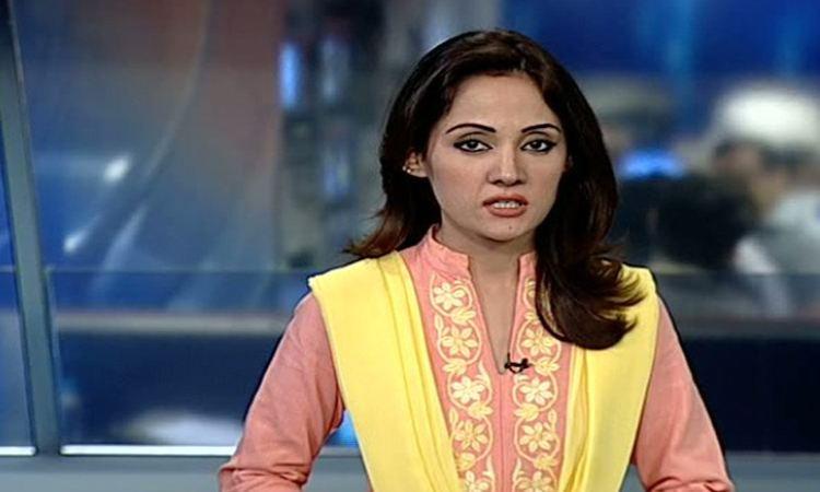 Gharida Farooqi Gharida Farooqi Gets Cash from MQM and Donate in Army