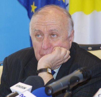 Gheorghe Buzatu Merita istoricul Gheorghe Buzatu titlul de cetatean de