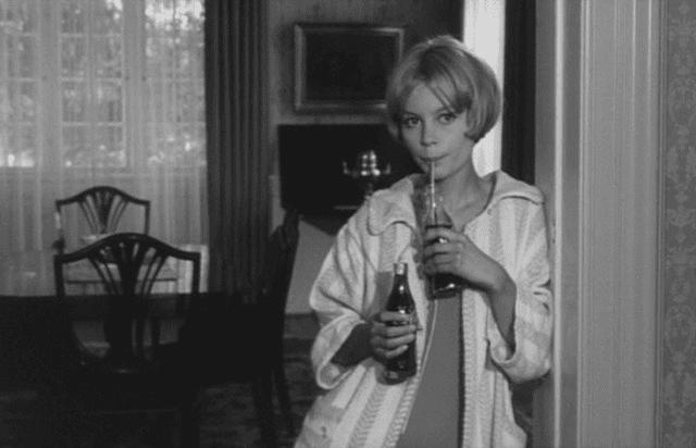 Gift (1966 film) starring Sisse Reingaard as Susanne drinking soda