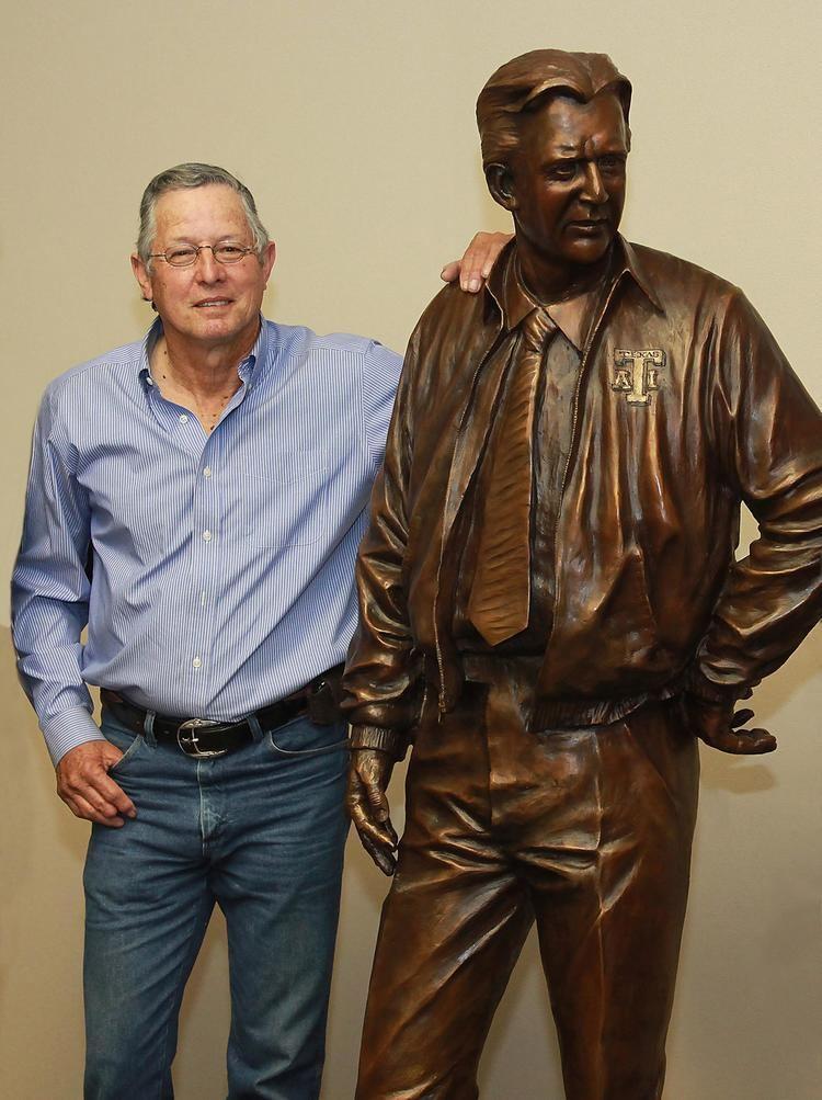 Gil Steinke The Man Behind The LifeSize Statue Of Texas Coach Gil Steinke NBC