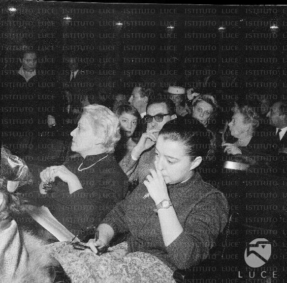 Giuditta Rissone L39attrice Giuditta Rissone nella platea del teatro con la